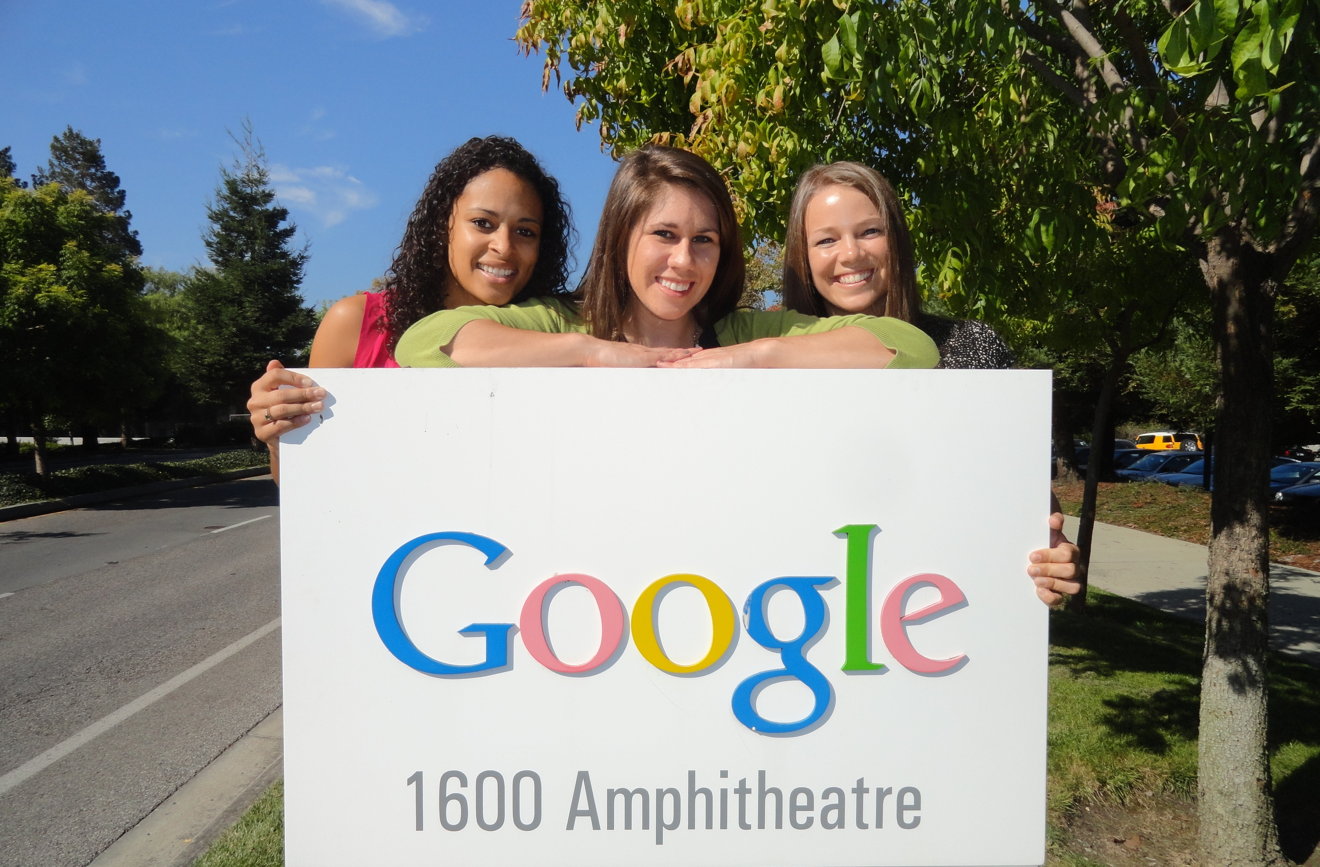 Visiting Google's official location from Google Maps. Google Mountain View, 1600 Amphitheatre Parkway, Mountain View, CA 94043