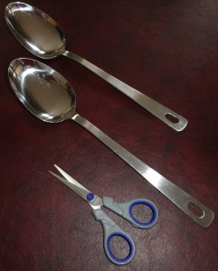 Mixing spoons and scissors